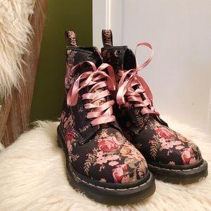 Dr. Marten canvas floral boot